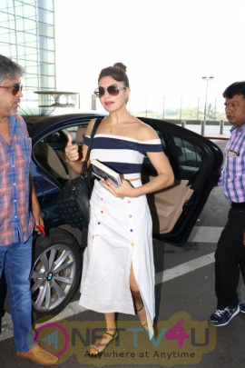 Jacqueline Fernandez Spotted At  Airport Images Hindi Gallery