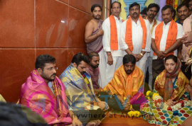 Jawaan Movie Team at Maddi Anjaneya Swamy Temple Photos Telugu Gallery