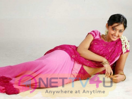 Actress Aindrita Ray Lovely Pics Kannada Gallery