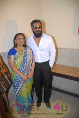 Actor Suniel Shetty Honors PARAMVIR CHAKRA Awardee Captain Bana Singh At Vandan Viro Ka Organized By Rajasthani Mahila Mandal