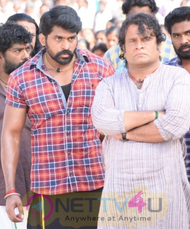 Actor Arjun At Sandakozhi Movie Shooting Spot Stills Tamil Gallery
