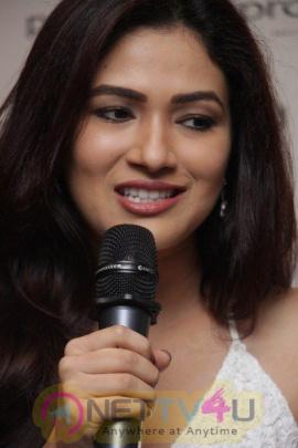 Amyra Dastur At Denim Atelier With Fashion Expert Bornali Talukdar Hindi Gallery