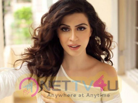 Actress Karishma Kotak Romantic Pics
