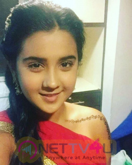 Actress Roshni Walia Lovely Images