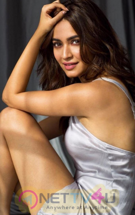 Actress Kriti Kharbanda Latest Classy Stills Kannada Gallery