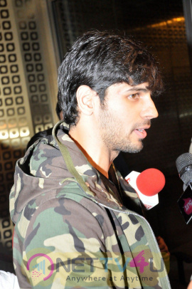 Actor Sidharth Malhotra Spotted At Airport Attractive Photos Hindi Gallery