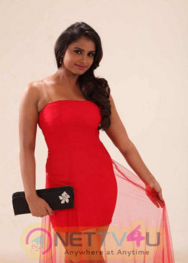 Actress Charvi Good Looking Stills Tamil Gallery