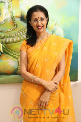 Actress Gautami Visit In Ganesh Art Gallery Attractive Stills Tamil Gallery