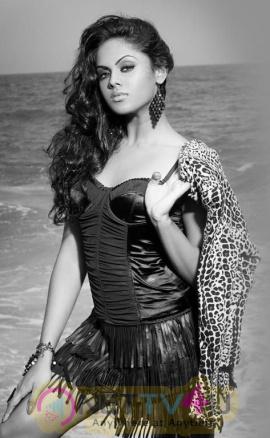 Actress Karthika Nair Beautiful Images Tamil Gallery