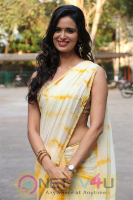 Actress Meenakshi Dixit New Stills At Bayam Oru Payanam Press Meet