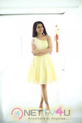 Actress Raashi Khanna Good Looking Photos