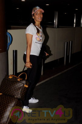 Actress Sofia Hayat Spotted At Airport Pics Hindi Gallery