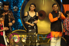 Alia Bhatt Promotes Dear Zindagi On The Sets Of Super Dancer Stills Hindi Gallery