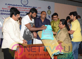 actor vishal celebrating new year with 2000 auto rickshaw drivers images