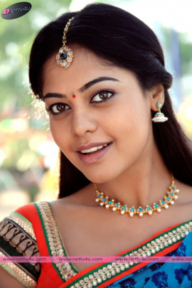 Actress Bindu Madhavi Cute Pictures