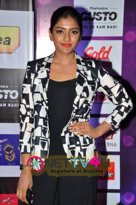 actress eesha at mirchi music awards 2014 red carpet photos