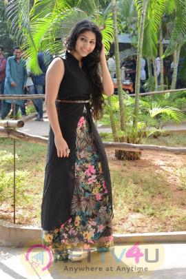 Beautiful Actress Hamida Latest Photos