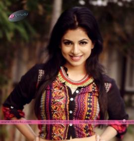 actress iswarya menon new photo shoot 03