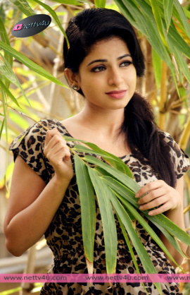 actress iswarya menon new photo shoot 04