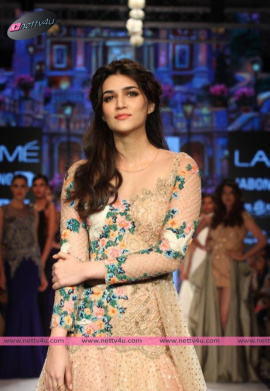 Actress Kriti Sanon Stylish Photos