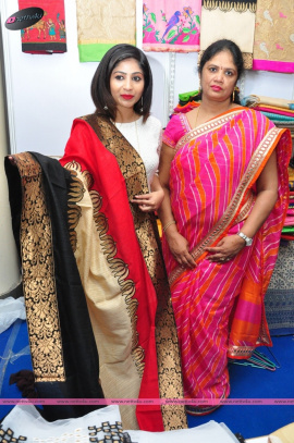 actress madhulagna das inaugurates styles and weaves life style expo at kamma sangham