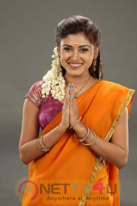 actress oviya latest photoshoot gallery