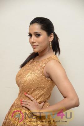 actress rashmi gautam hot images