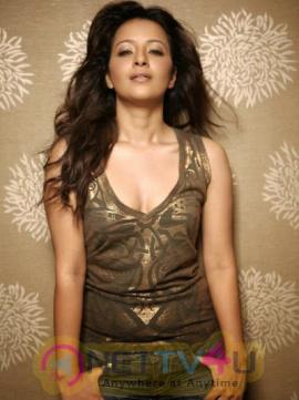 Actress Reema Sen Attractive Hot Sexy Stills