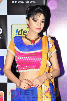 actress sanam shetty at mirchi music awards 2014 red carpet stills