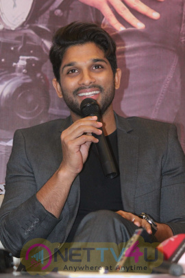 Allu Arjun Kannada Speech At Sarrainodu Press Meet Stills