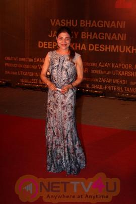 Amitabh Bachchan, Aishwarya Rai Bachchan & Many Celebs At Red Carpet Of Film Sarabjit Attractive Stills Hindi Gallery