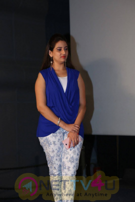 anchor manjusha latest photos in blue top