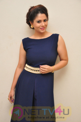 anchor shilpa chakravarthi hot photo shoot stills