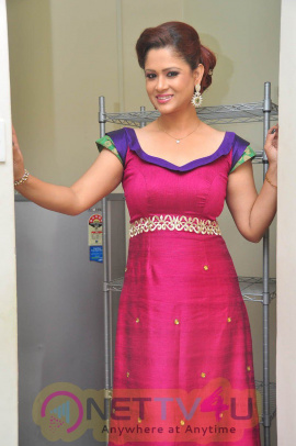anchor shilpa chakravarthy photos at swimming pool audio launch