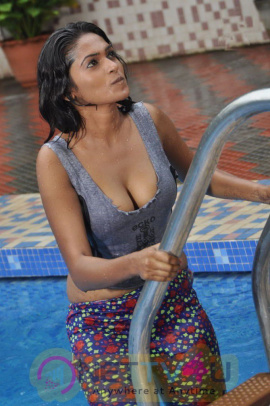 Anjali Hot Stills In The  Sokkali Tamil Movie Tamil Gallery