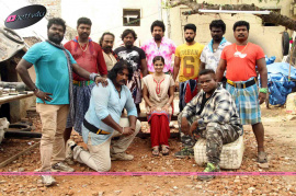 azhahendra sollukku amudha movie working stills