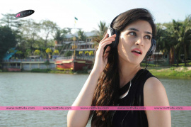 bollywood cute actress kriti sanon latest stills