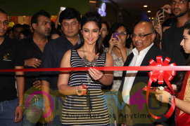 Bollywood Event Pictures Of Ileana D'cruz At The Launch Of Reliance Trends Concept Store Hindi Gallery