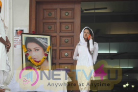 Bollywood Television Celebrities Attended Pratyusha Banerjee'S Prayer Meet Stills