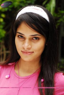 charming photographs of actress saneya thara