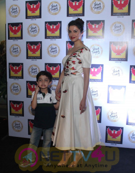 Divya Khosla Kumar Walking The Ramp For Designer Reynu Tandon Hindi Gallery