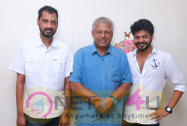 Delhi Ganesh And Maha Met Lyricist Na Muthukumar Images Tamil Gallery