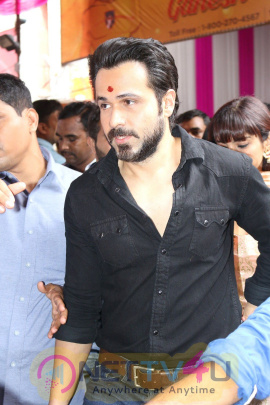 Emraan Hashmi Visited Mumbai Cha Raja Ganesh Galli Stills Hindi Gallery