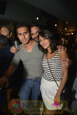 Farhan Akhtar Live At Radio Bar Exclusive Photos Hindi Gallery