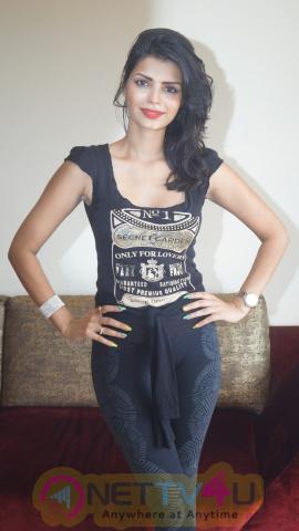 Glamour Photos Of Sonali Raut & Yuvraj Parasar Taking Salsa Class With Sandip Soparrkar Hindi Gallery