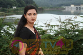 Honey Rose Film Actress Romantic Stills