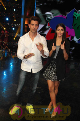 Hrithik Roshan And Pooja Hegde Promotes Mohenja Daro On Sets Of Dance Plus Stills Hindi Gallery