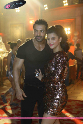 hindi movie welcome back song shoot stills