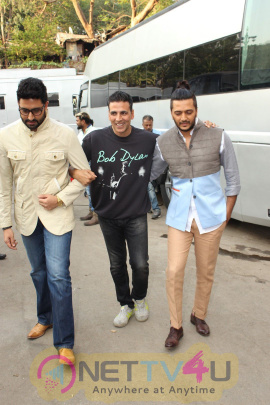 Housefull 3 Team Is Shooting At The Kapil Sharma Show Dazzling Stills Hindi Gallery