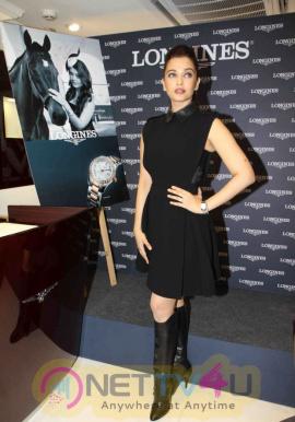 indian film actress aishwarya rai stills 11